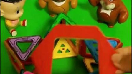 熊大熊二做了一个五角星,大头儿子加入它们,做了一个立体的