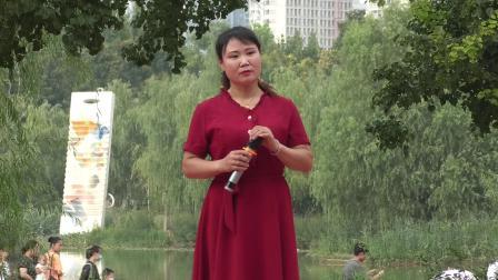 豫剧《倒霉大叔的婚事》选段,青年演员耿志玲演唱,郑州市东方艺术团雕塑公园公益演出,录像马清林