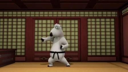 倒霉熊:倒霉熊练习跆拳道,险被门板砸晕