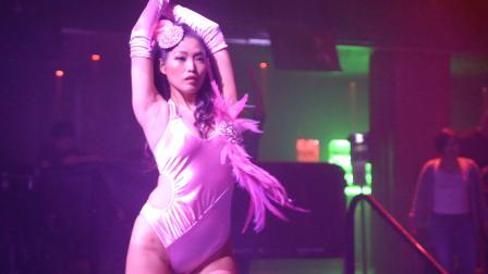 酒吧领舞现场:大长腿领舞美女
