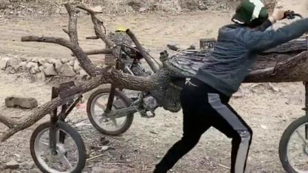 民间牛人真有才,发明的最新款摩托车,用树干改装的!