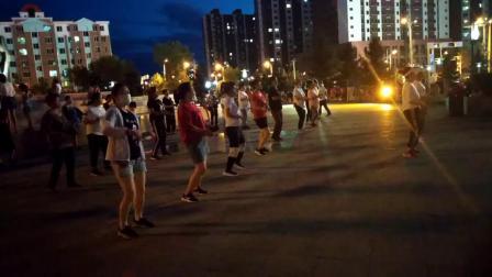 海林休闲广场健身广场舞自拍1