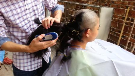 农村美女长发扎起来剃光头卖头发
