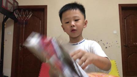 小王玩具—第35期奥特曼卡包炫彩版
