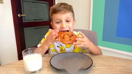 爸爸给萌娃小可爱们准备了好多的面包,小家伙们真的好开心啊!爸爸:吃饭前要洗手哟!
