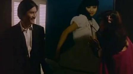 不准掉头:小伙和姑娘白天在房间约会,两人含情脉脉对视,甜蜜热吻在一起 「出处:不准掉头」