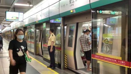 8号线运行的庞巴迪02×063-064鹭江出站