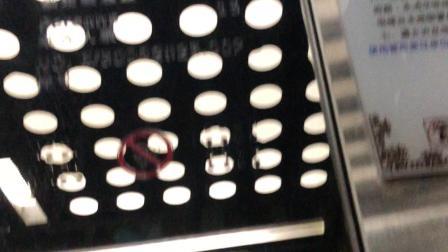 摩尔广场电梯2