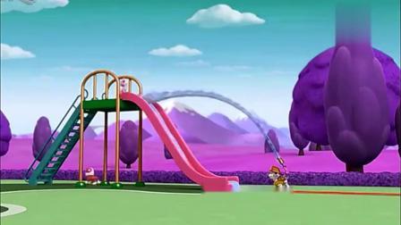 儿童早教动画,大热天汪汪队玩水上溜滑梯