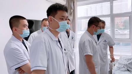 黑龙江尚志市中德骨科医院创伤科崔喜山主任带领医生查房 看望下肢外伤术后患者恢复情况