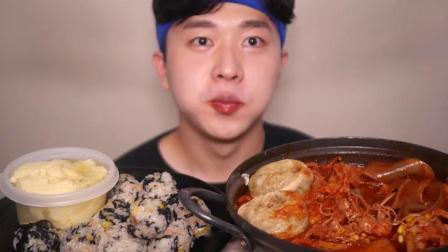 搞笑吃播:无骨鸡爪辣炖中国宽粉紫菜饭团鸡蛋羹,小伙吃得真香,真馋人
