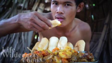 """泰国吃货大叔,做""""土豆咖喱炖鸡头烤面包"""",现做现吃,真过瘾"""