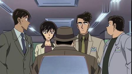 名侦探柯南:服务生抽烟,喷云吐雾,座位下却有一个打开的小瓶子
