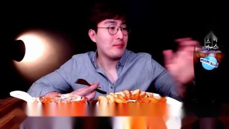 """韩国吃播:""""奶油虾仁意大利面"""",小伙吃得真香,看得我都馋了呢"""