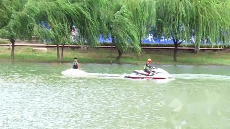 2020四川广元女儿节 开幕前水上飞人表演