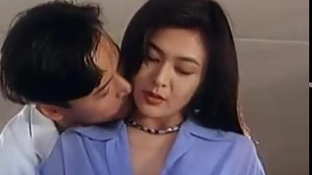 《夏日情未了》关之琳船上遭猥琐贱男拥抱强吻