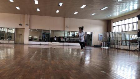 广西大学健美操课程翻转课堂动作组合4(小马跳)-背面示范-口令