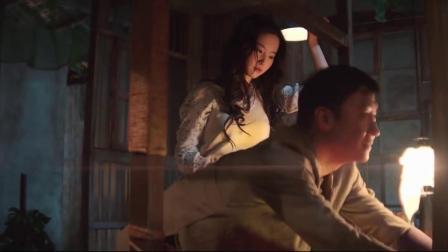夜孔雀:你看过吗!不料男子不老实了,热吻女子扛着走了