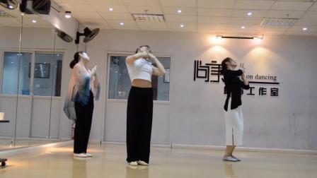 中国舞翻跳丽人行,天津舞蹈工作室零基础学舞蹈。