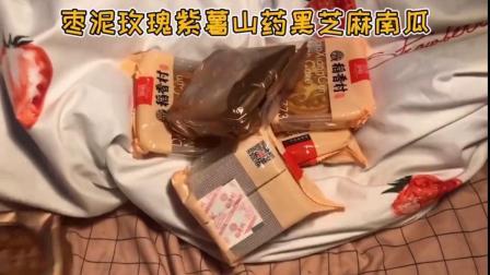 超喜欢稻香村月饼,好多种口味,各个比巴掌都要大,皮薄馅多