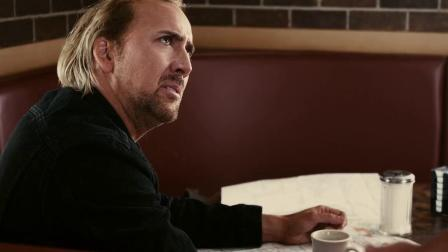 狂暴飞车:小伙吃饭看上服务员,直接十指相扣,拉住强吻不停 「出处:狂暴飞车」