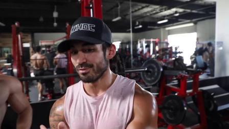 Bradley Martyn - 健身房里的猜体重大法