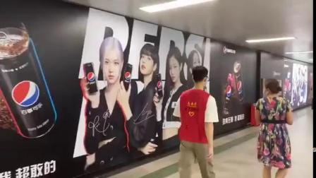 200915广州地铁公园前站的BLACKPINK百事无糖可乐广告长廊