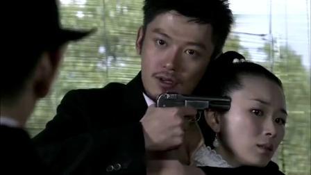 黑狐:松本拿枪威胁由美,不料却被山口一枪击毙,山口竟帮方天翼