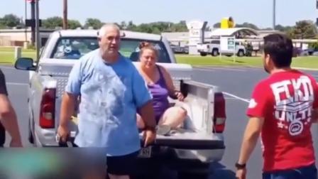 美国奥克拉荷马市一52岁男子用手电筒疯狂家暴其妻子