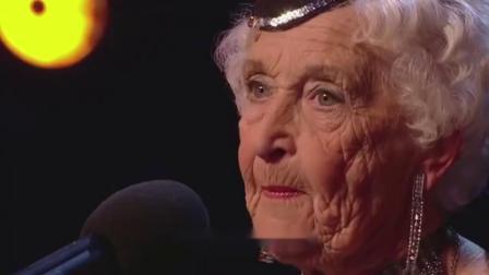 80岁老奶奶登达人秀舞台,扯掉外衣的一刹那,全场陷入疯狂!