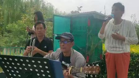 张庆政在新乡市南湖公园拍摄的女声独唱《绒花》