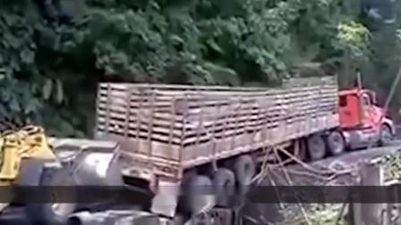 """印度这段""""死亡公路"""",最窄不到3米,年均有300人在此丧命!"""