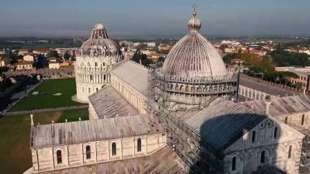 意大利比萨大教堂广场和比萨斜塔