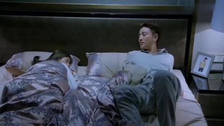 美女起夜,迷迷糊糊进了总裁的房间,总裁一看干脆将计就计