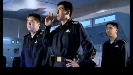 中国海军演习中遇到不明潜艇,舰长当场怒了:立马换实弹准备开炮