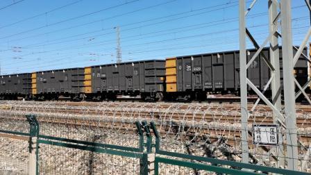 双机HXD1(1705+1701)牵引万吨大列通过古营盘站