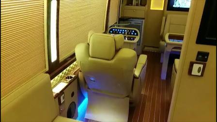 考斯特改房车,能生活能办公,这样的布局舒适且大气!