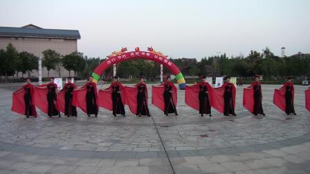 崇仁旗袍协会举行历行节约、反对浪费、从我做起活动表演休闲型体秀