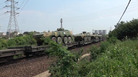 先进动力牵引先进设备 HXN50649 通过宁芜线K72KM采石站道口