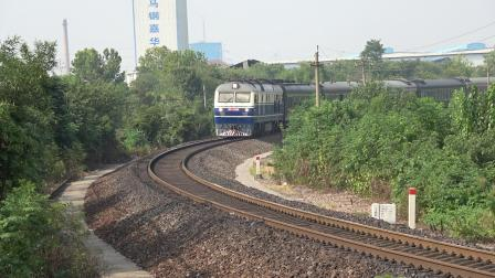K101次 DF110340 通过宁芜线K72KM采石站道口