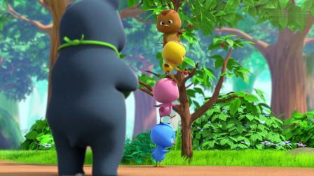 萌鸡小队:树上挂着两只小萌鸡,不是树上长得呦,是被扔上去的!