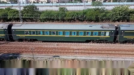 京局京段HXD3D牵引广铁王牌直特Z35次列车从广州北站附近通过