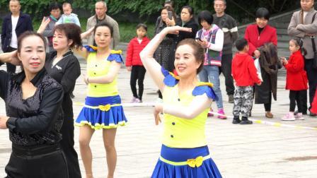 (3729)鸿之舞:我爱你 中国(巴歌影视)表演者:群艺中心。达川区仙鹤广场。2020.11.1.