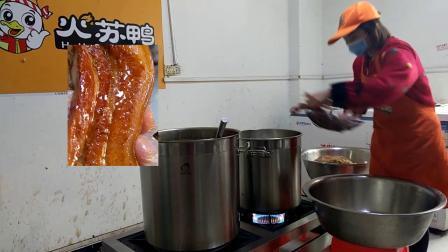 加盟店老师傅给你说香港鸭脖加盟费多少钱,土豆素菜跟师傅学