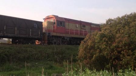 [火车视频]DF7G-5252夕阳下通过