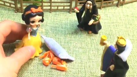 巫婆婆让白雪干活,白雪以为是王后让自己做,王后看到生气了