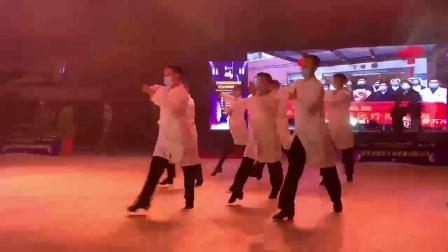 江苏扬中舞会大型团体舞:战疫情【北国之春 摄】_20201121
