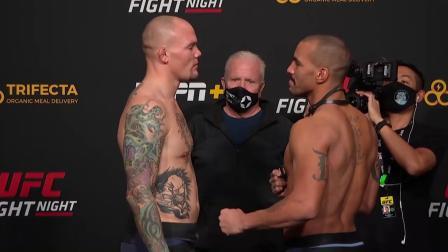 【UFC拉斯维加斯 | 称重对视】苏木达尔基回归蝇量级,卡莱尔的虚化假面
