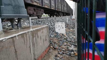 20200421 170950 (冒雨拍车)阳安线HXD2货列进汉中站