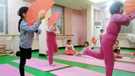 《谪仙》少儿古典舞两节课片段——正阳县思美人舞蹈艺术培训中心西校区